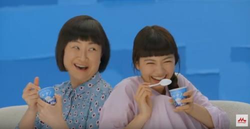 パルテノCMの女優2人は誰?ソファでヨーグルトを食べる女性が気になる!(二階堂 ふみ、猫背 椿)